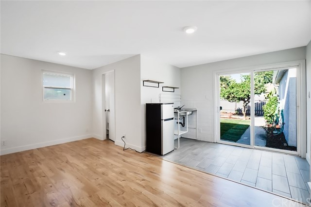 5442 Lemon Avenue, Long Beach CA: http://media.crmls.org/medias/f2020f36-b53d-4813-b083-a1fed40efbed.jpg