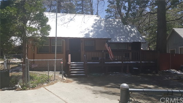 Casa Unifamiliar por un Venta en 32895 Squirrel Lane Arrowbear Lake, California 92382 Estados Unidos