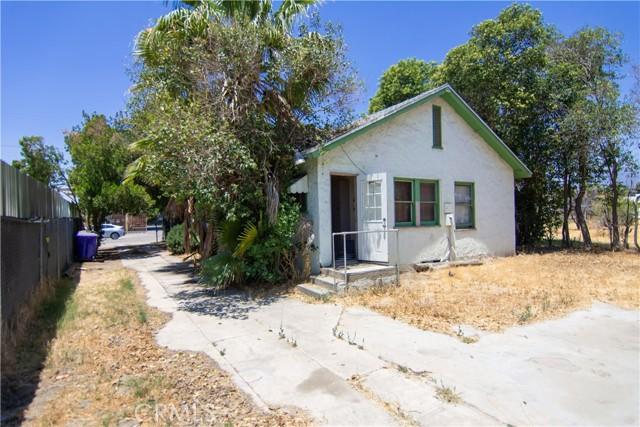 845 Preston Street, San Bernardino CA: http://media.crmls.org/medias/f20f2426-70d7-4851-a69e-89f9a2d96d4c.jpg