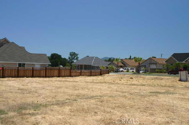 1200 Oak Park Way, Lakeport CA: http://media.crmls.org/medias/f226da06-5e5a-4985-8af7-b3bcbb75e4be.jpg