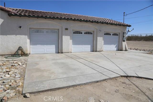 14794 Columbine Street, Victorville CA: http://media.crmls.org/medias/f229bbab-3cec-4dd4-b85e-7833818be813.jpg