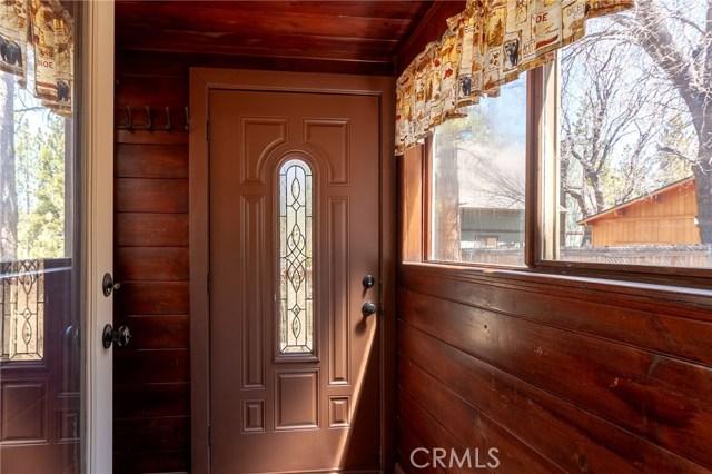 41810 Saint Moritz Court, Big Bear CA: http://media.crmls.org/medias/f251227f-3ec5-4b74-a63d-41afb4b58c8d.jpg