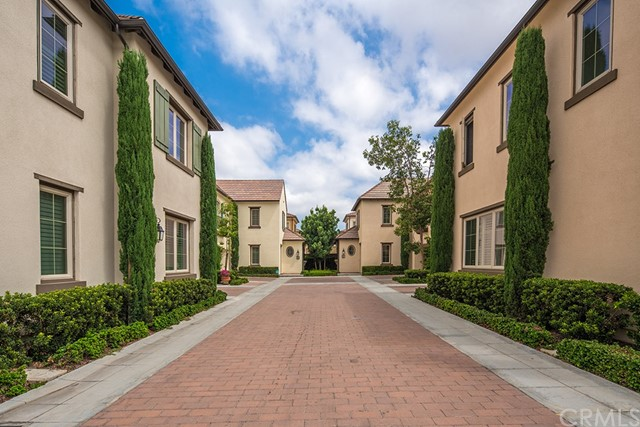 81 Gardenhouse Way, Irvine CA: http://media.crmls.org/medias/f25369b7-e86f-4cf5-911d-2a44d71892c8.jpg