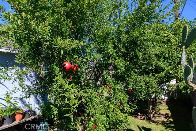 10806 Madge Avenue, South Gate CA: http://media.crmls.org/medias/f254337e-760b-4e7d-9fc7-d6cc62bfc40e.jpg