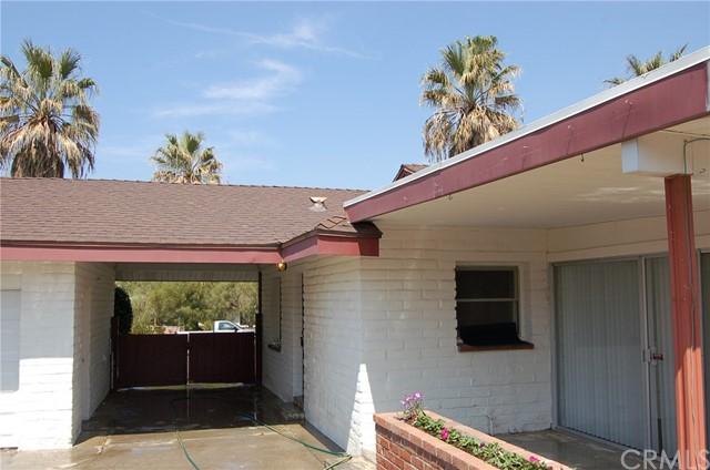 5940 Londonderry Drive, Riverside CA: http://media.crmls.org/medias/f271462f-a825-4fce-9668-c98a175b715c.jpg