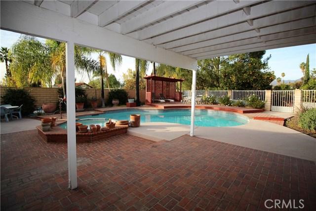 521 Fairway Drive, Redlands CA: http://media.crmls.org/medias/f286becd-fd42-4889-8789-1f64dfdb3dd3.jpg