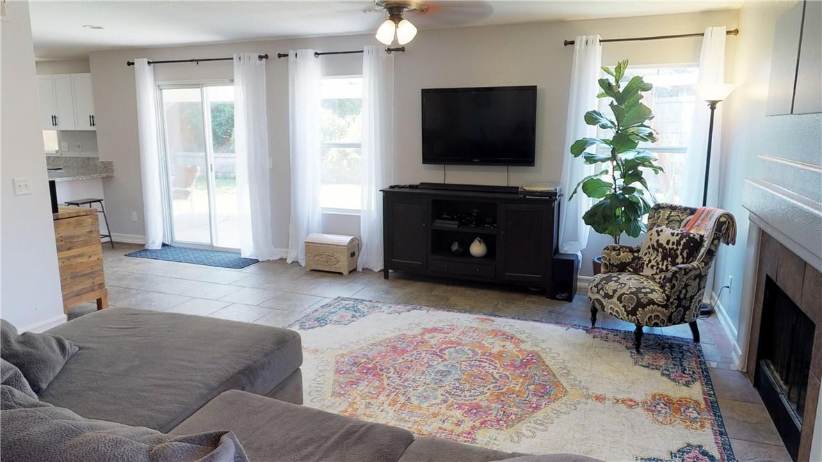 110 Smokethorn Street, Corona CA: http://media.crmls.org/medias/f2a81051-b447-4854-b65d-cfbef3bbe8d0.jpg