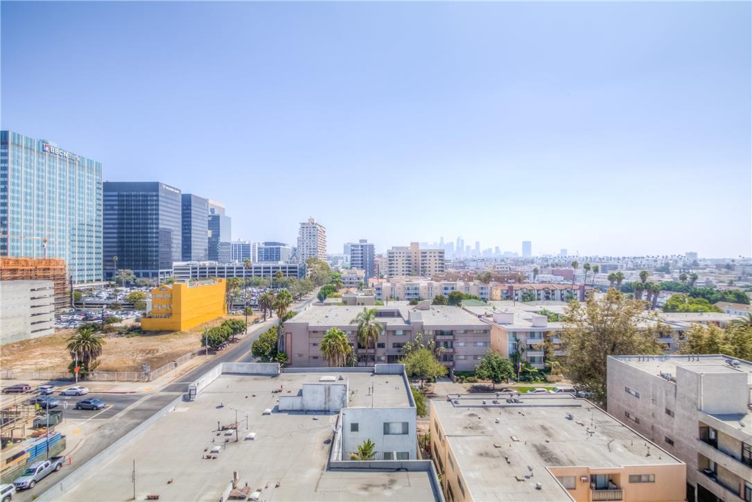 702 S SERRANO Avenue, Los Angeles CA: http://media.crmls.org/medias/f2c387d9-30b8-45e6-96f6-9208df5f90d9.jpg