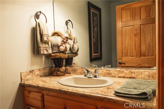 471 Woodside Drive, Big Bear CA: http://media.crmls.org/medias/f2c3aa8b-e324-4532-bca5-3662d2a92bfe.jpg