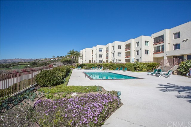 3200 La Rotonda Drive, Rancho Palos Verdes CA: http://media.crmls.org/medias/f2d558f1-c1e1-4c72-afaa-1695e7e005b4.jpg