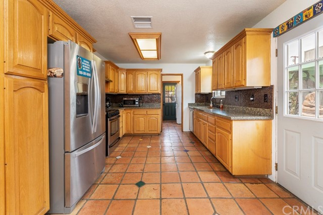 6969 Mesquite Springs Road, 29 Palms CA: http://media.crmls.org/medias/f2e39064-596d-4372-9ab2-327b60e5545e.jpg