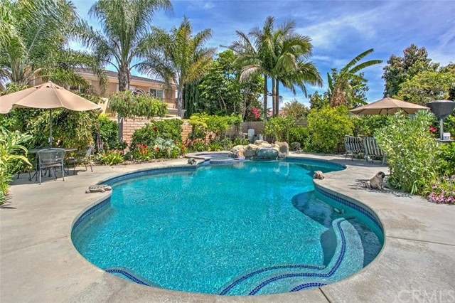 Single Family Home for Sale at 10391 Calle Independencia St Fountain Valley, California 92708 United States