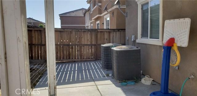 13223 La Crescenta Avenue, Oak Hills CA: http://media.crmls.org/medias/f2f1c80a-fb24-4314-ae03-828eb4d42332.jpg