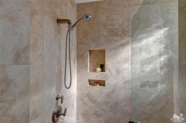 15 Villaggio Place, Rancho Mirage CA: http://media.crmls.org/medias/f301edf6-b838-4c56-8906-14af647aa858.jpg