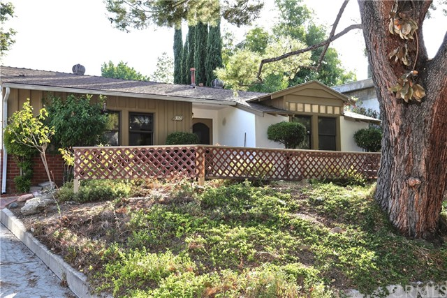3051 Encinal Avenue La Crescenta, CA 91214 is listed for sale as MLS Listing OC17155803