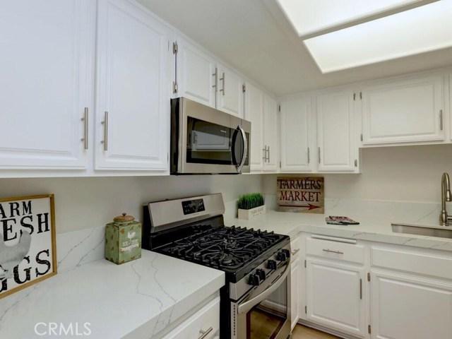 923 E Ocean Boulevard, Long Beach CA: http://media.crmls.org/medias/f37261f4-d797-4b4e-ab8f-bad8a17f82ba.jpg