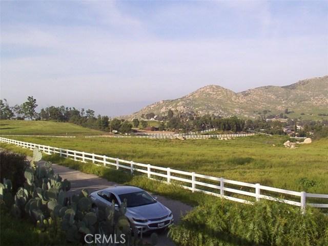 9229 Box Springs Mountain Road, Moreno Valley CA: http://media.crmls.org/medias/f39935d0-527c-4376-add1-bcf4b799cde9.jpg