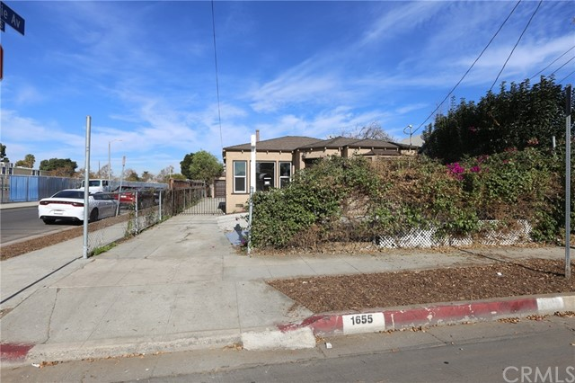 1655 E 112th St, Los Angeles, CA 90059 Photo 2