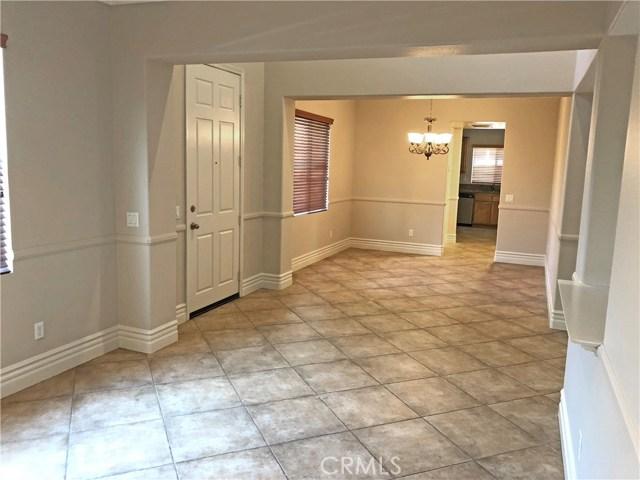 204 S Massachusetts Street, Lake Elsinore CA: http://media.crmls.org/medias/f39bf929-21ba-49ae-875e-6574d5aaaf9e.jpg