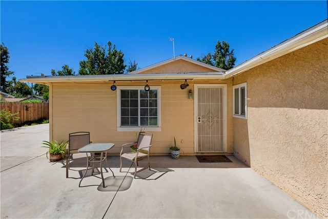 6445 Foster Drive, Riverside CA: http://media.crmls.org/medias/f39d899a-1f7c-4885-b49a-1ec448e6f041.jpg