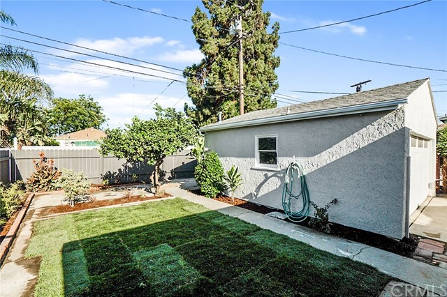 5442 Lemon Avenue, Long Beach CA: http://media.crmls.org/medias/f3a9e6ea-99cf-4174-9a8e-8fb7dc4389d4.jpg