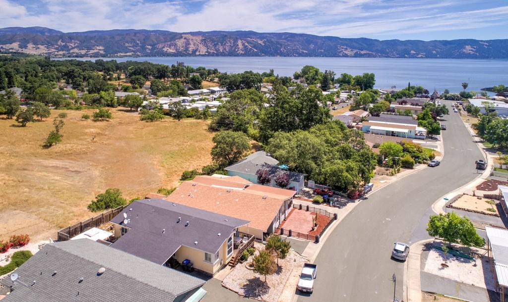 336 Walnut Drive, Lakeport CA: http://media.crmls.org/medias/f3acd336-780c-4648-8fba-c92129526685.jpg