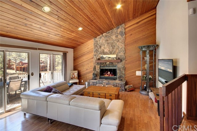 1021 London Lane, Big Bear CA: http://media.crmls.org/medias/f3bd59b5-7ffb-43df-9171-5055f62dfedb.jpg