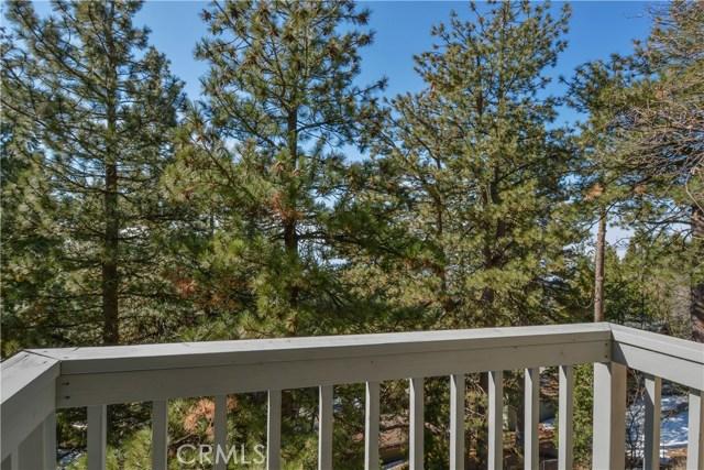 31075 Summit Drive, Running Springs CA: http://media.crmls.org/medias/f3c1ca24-c992-4457-ad9b-f34548f02b81.jpg