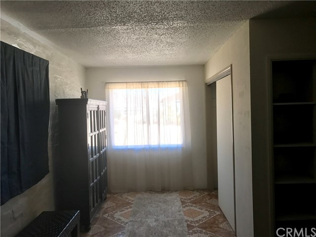 7496 Maude Adams Avenue, 29 Palms CA: http://media.crmls.org/medias/f3f3db16-ac51-4d37-b519-6ea01c7a555b.jpg