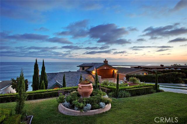 Single Family Home for Sale at 3317 Ocean St Corona Del Mar, California 92625 United States