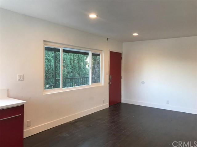 1321 W 36th Place, Los Angeles CA: http://media.crmls.org/medias/f40221e4-21fa-44c8-b108-b0a7dfa409c0.jpg