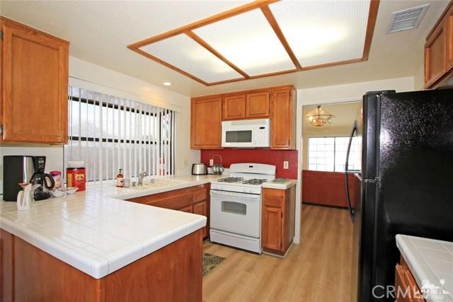 43750 Texas Avenue, Palm Desert CA: http://media.crmls.org/medias/f4231d85-7bc9-4f5b-b634-7f391f71b5f7.jpg
