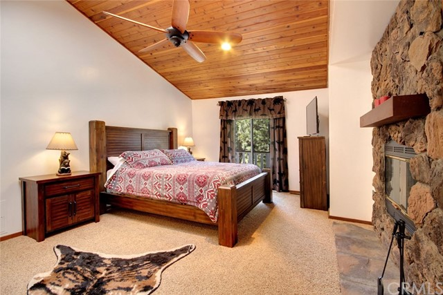 1021 London Lane, Big Bear CA: http://media.crmls.org/medias/f438c40c-55d2-4bb5-a824-a974a847c36b.jpg