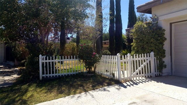 42205 57th W Street, Quartz Hill CA: http://media.crmls.org/medias/f44473ed-5844-4c6c-8695-cb8de588d4c7.jpg