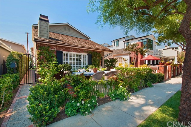 Photo of 603 Carnation Avenue #2, Corona del Mar, CA 92625