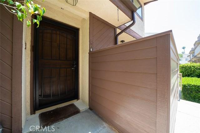 19446 Wyandotte Street, Reseda CA: http://media.crmls.org/medias/f47b0877-437f-47c2-9b90-c4df54e141a8.jpg