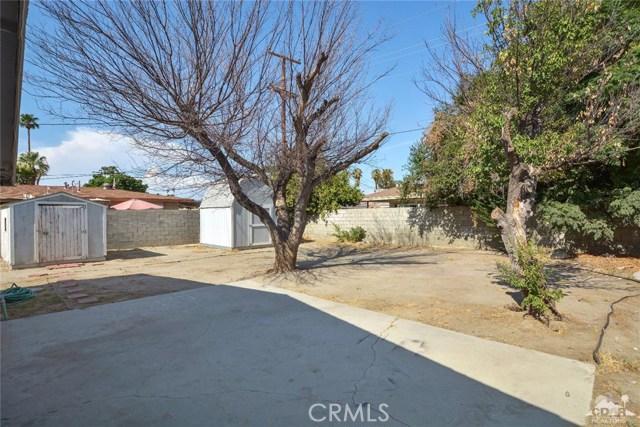 43670 Carmel Cir, Palm Desert CA: http://media.crmls.org/medias/f4929b76-3d11-41cd-8ad6-5b46fad25395.jpg