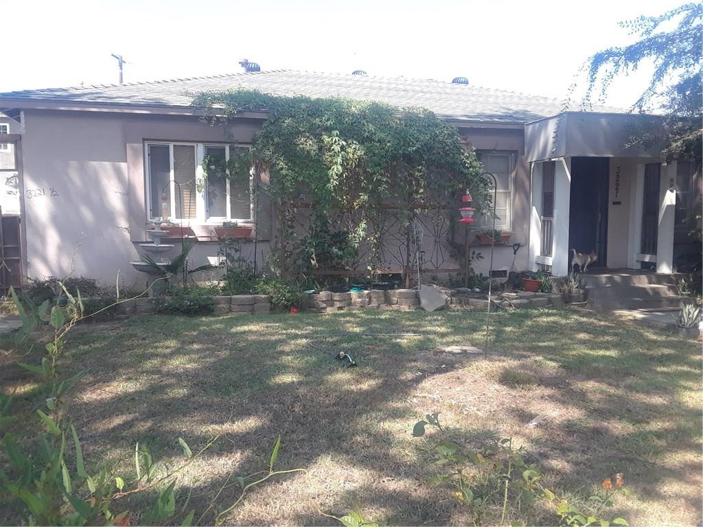 3221 Lewis Avenue, Signal Hill CA: http://media.crmls.org/medias/f4a0baea-7a0b-436c-9ec7-02422d8a78a9.jpg
