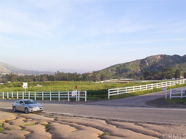 9229 Box Springs Mountain Road, Moreno Valley CA: http://media.crmls.org/medias/f4a49f8c-2b89-406e-b617-b47cf62c11b2.jpg