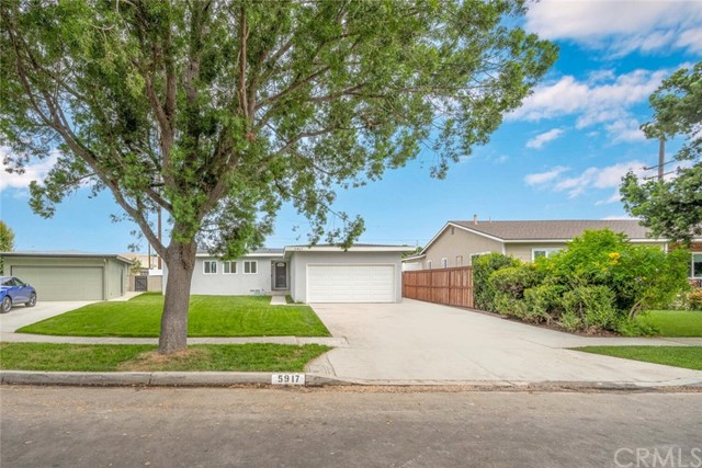 5917 E Wentworth Street, Long Beach CA: http://media.crmls.org/medias/f4ab0940-854d-42c5-b66d-7d3922e5d8cf.jpg