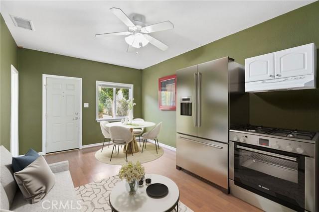 324 W Kendall Street, Corona CA: http://media.crmls.org/medias/f4b16859-543c-4fcf-b680-7ec164ad4391.jpg