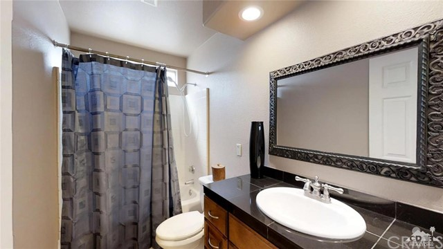 68426 Descanso Circle, Cathedral City CA: http://media.crmls.org/medias/f4b6d809-b318-4c65-80e4-aa9f5219d76c.jpg