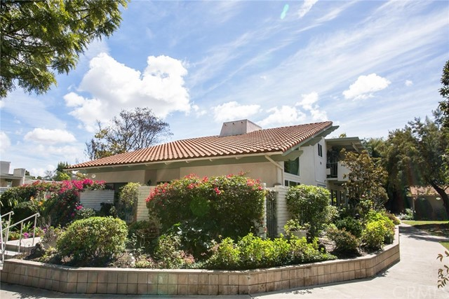 2073 Ronda Granada, Laguna Woods CA: http://media.crmls.org/medias/f4becb00-7291-4aab-be65-2abe819c0493.jpg