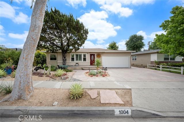 1004 Nutwood Avenue, Fullerton CA: http://media.crmls.org/medias/f4c05830-81b6-4107-a949-b88286183605.jpg