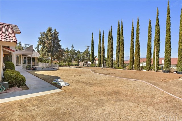 13094 Modoc Court, Apple Valley CA: http://media.crmls.org/medias/f4d578eb-d9f1-447a-a394-3a807a593b49.jpg