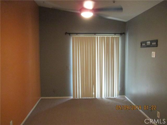 412 Tava Lane, Palm Desert CA: http://media.crmls.org/medias/f51211ee-7a51-4468-ba66-407323b05ac2.jpg