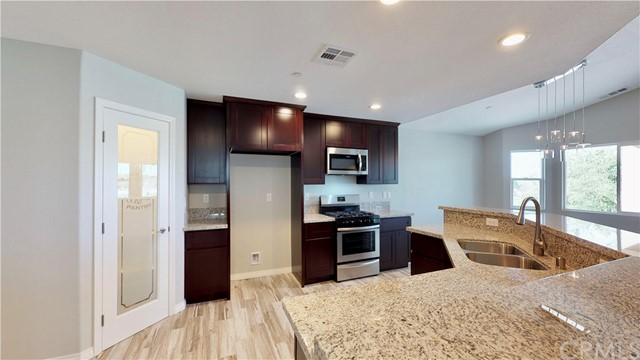 13901 Driftwood Drive, Victorville CA: http://media.crmls.org/medias/f51d055a-b261-4c7f-a02c-7da645a8e9f3.jpg