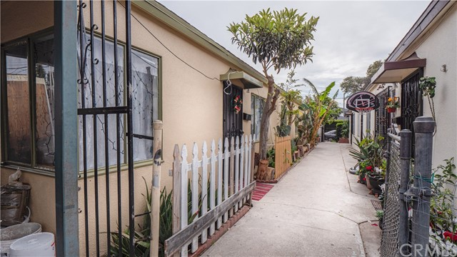 12111 Washington Pl, Los Angeles, CA 90066 photo 3