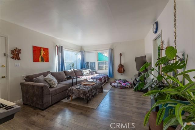 3707 Cerritos Avenue, Long Beach CA: http://media.crmls.org/medias/f532a432-d99a-4706-a1c9-c8acd12d6d49.jpg