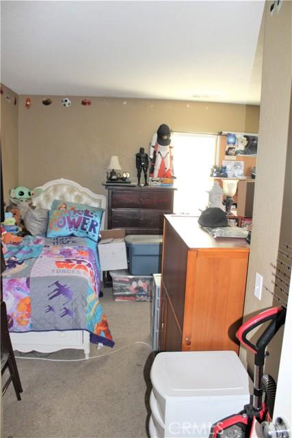 16045 White Mountain Place, Victorville CA: http://media.crmls.org/medias/f535f913-5c3c-4846-81cd-5620ce40a58b.jpg